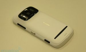Nokia 808 Pure View with 41 Mpixels camera phone [Review + Video]