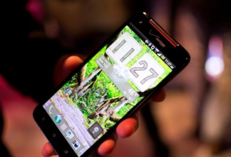 Samsung Galaxy S3 vs HTC Droid DNA – This is Where It's Getting Lightning