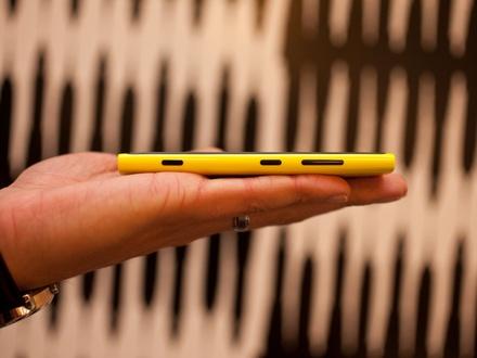 nokia-lumia-920-hands-on-side