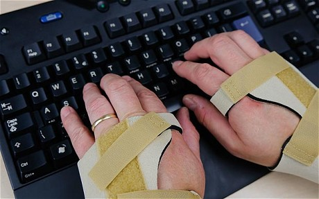 Woman Sues Dating Site Claiming She Hurt Her Wrist Creating Fake Profiles of Sexy Ladies