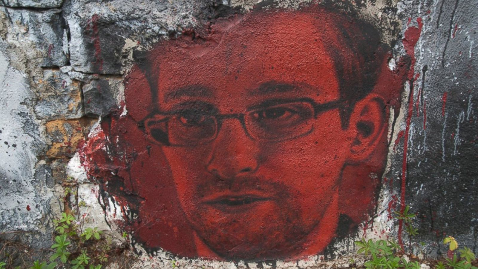 Snowden calls Russian-Spy allegation ''Absurd'', demands protection after US threats