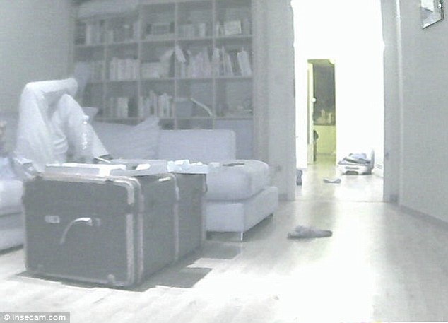 see-how-a-creepy-website-is-streaming-from-73000-private-security-cameras-4