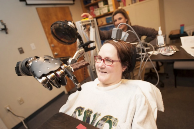 Paralysed Woman Flies Fighter Jet Simulator Using Her Thoughts