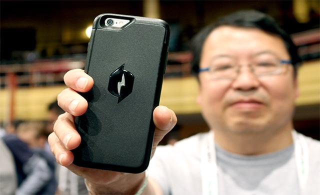 New iPhone case charges your phone battery without being plugged in