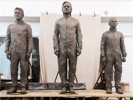 statues-of-snowden-assange-and-manning-unveiled-in-berlins-alexanderplatz-square-2