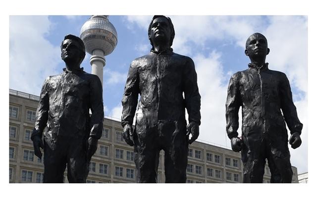 Statues of Snowden, Assange, Manning unveiled in Berlin's Alexanderplatz square