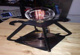 Man 3D prints a wirelessly power-driven desk lamp inspired by Tesla