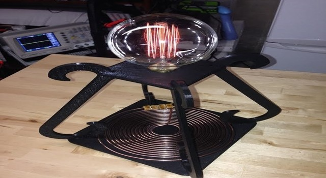 tesla-inspired-wirelessly-power-desk-lamp-1