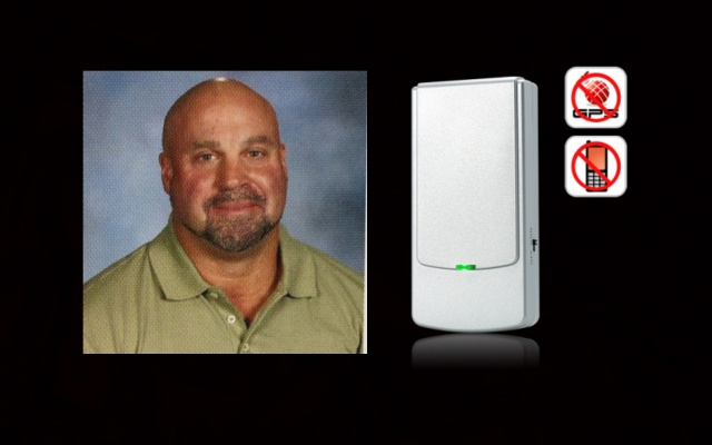 Teacher Suspended for using jammer in class to stop students' cell phones
