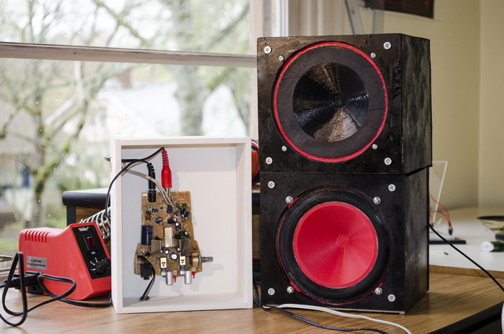 the-ear-to-hell-evolution-of-classic-audio-speaker-into-a-3d-printing-device-cum-music-producer-2