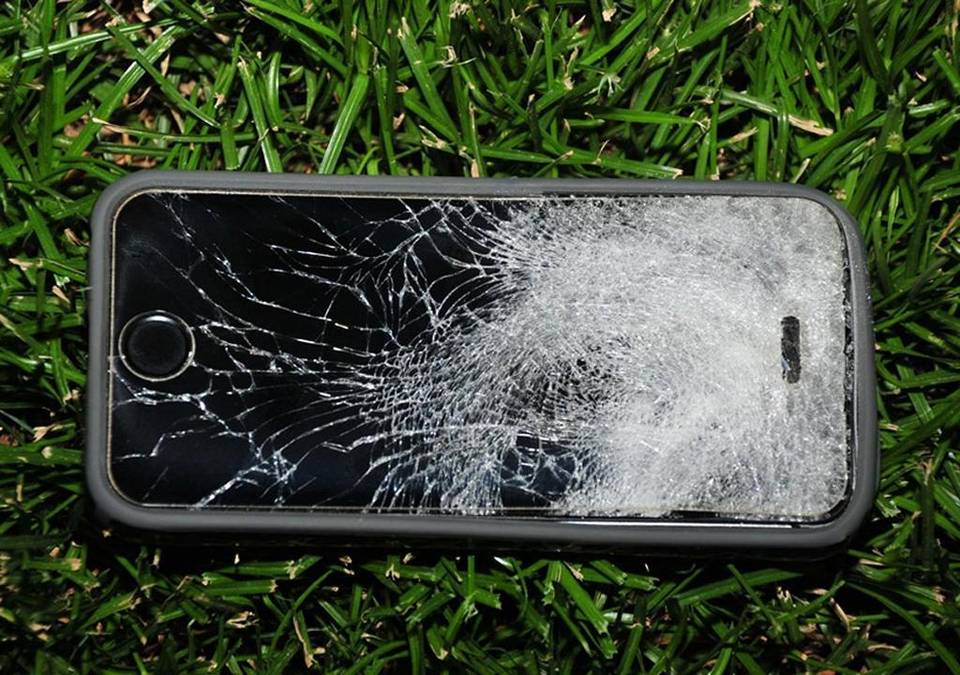 iphone-saves-life-of-a-man-by-stopping-a-bullet-from-close-range-2