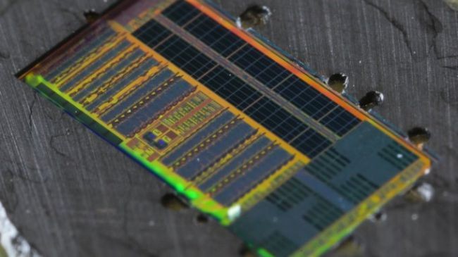a-processor-chip-capable-of-transmitting-data-using-light-3