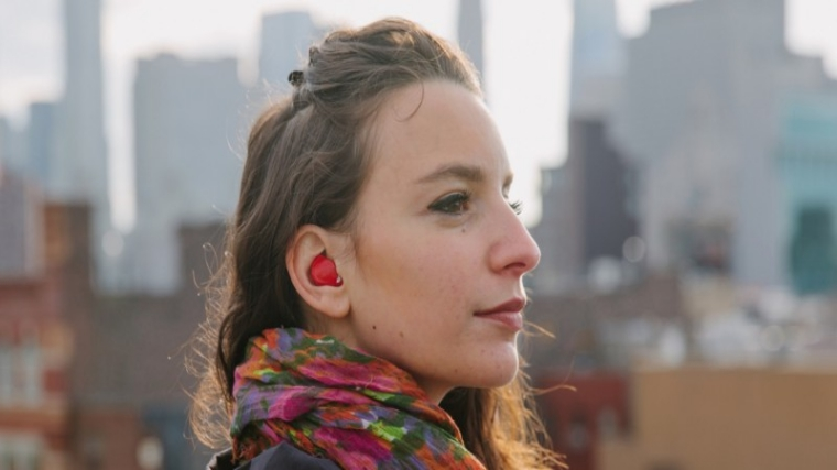Now Translate Languages Effortlessly with This Tiny Earpiece