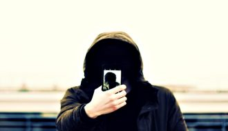 new-android-malware-asks-for-selfies-steals-credit-card-details