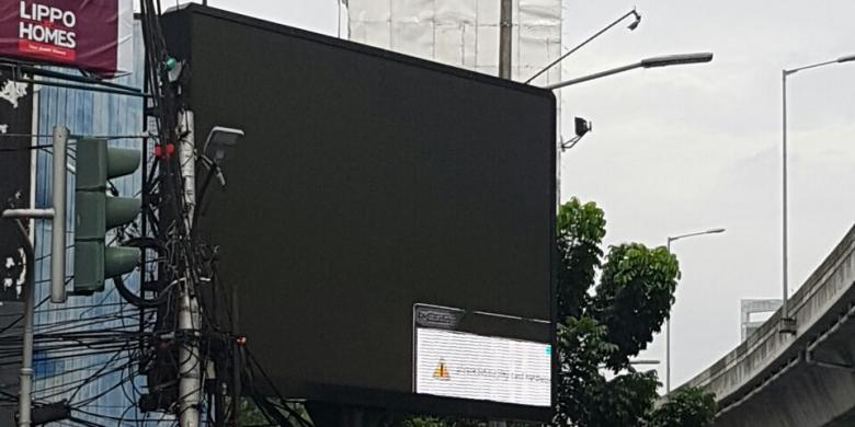 someone-hacked-billboard-indonesia-load-japanese-porn