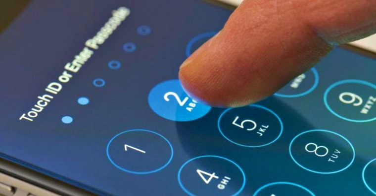 """Attackers can guess our passcode """"just from the way we tilt our phone"""""""