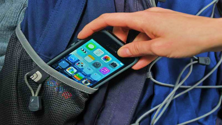 Criminals snatching iPhones to scam users twice
