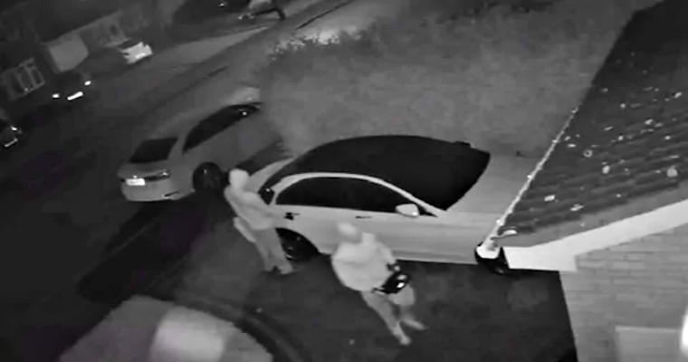 Gone in Seconds: Hackers Steal Mercedes Car without Key