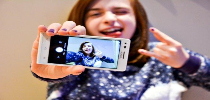 Teen girl facing up to 10 years for sending nude selfie