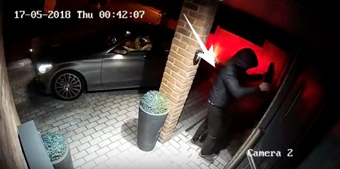 Watch thieves steal keyless Mercedes within 23 seconds